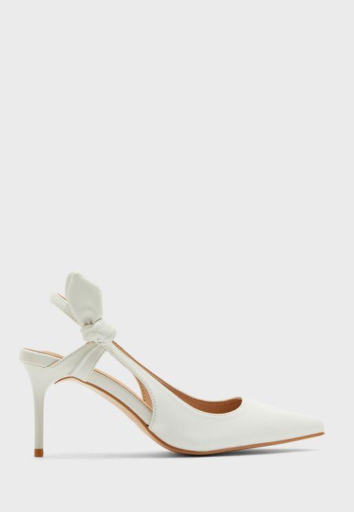 حذاء بمقدمة مدببة ومزين بعقدة
