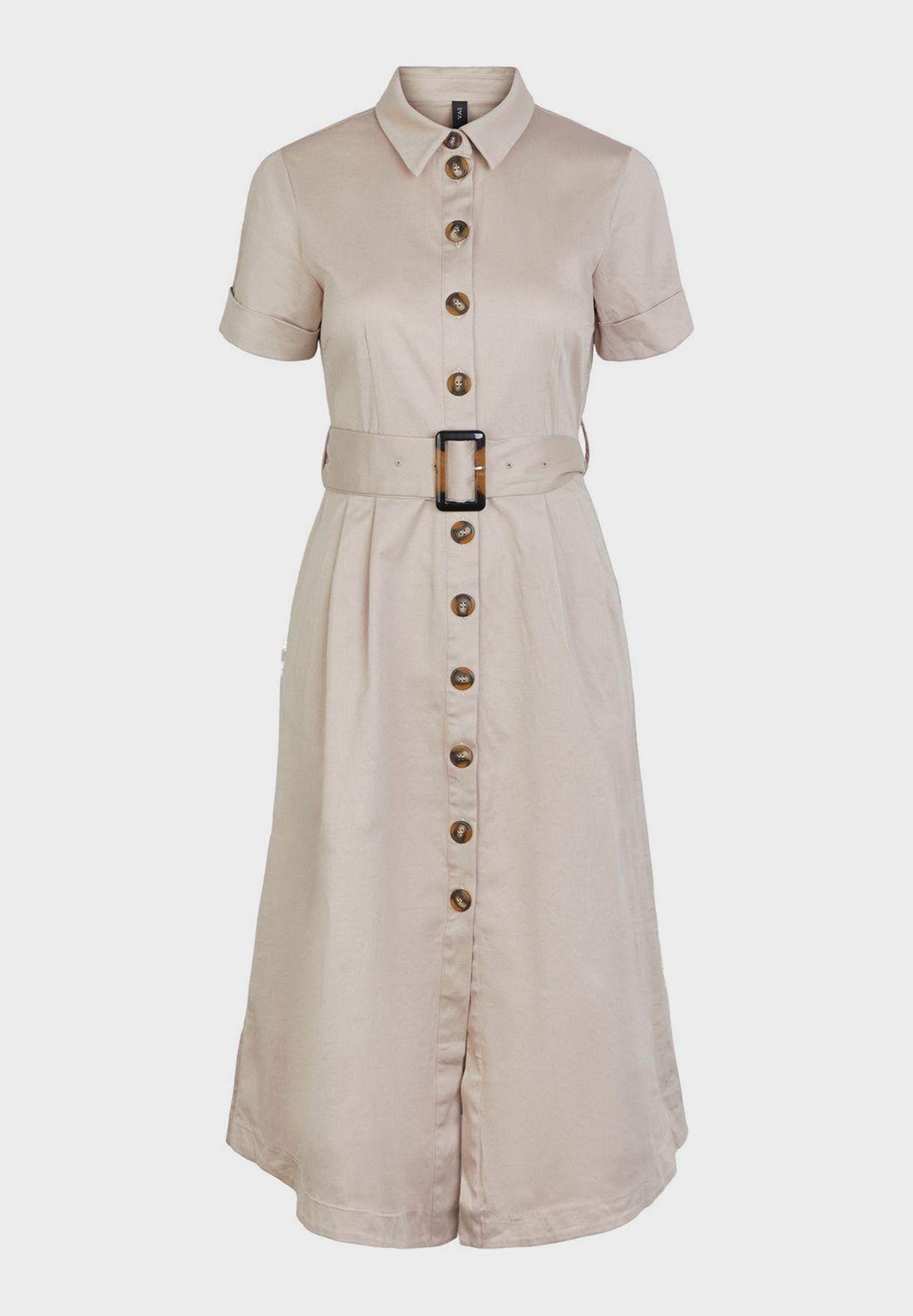 فستان بياقة كلاسيكية وحزام