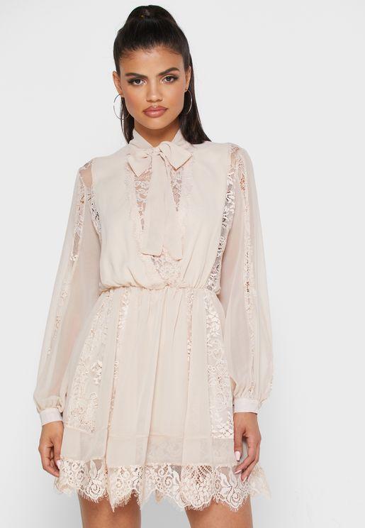 فستان شيفون مزين بدانتيل