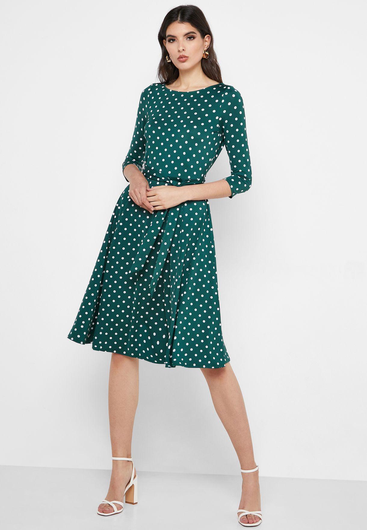 فستان بطبعات نقاط بولكا وأربطة