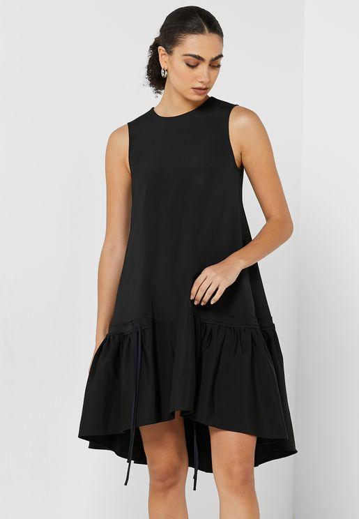 فستان بياقة دائرية وبلا اكمام