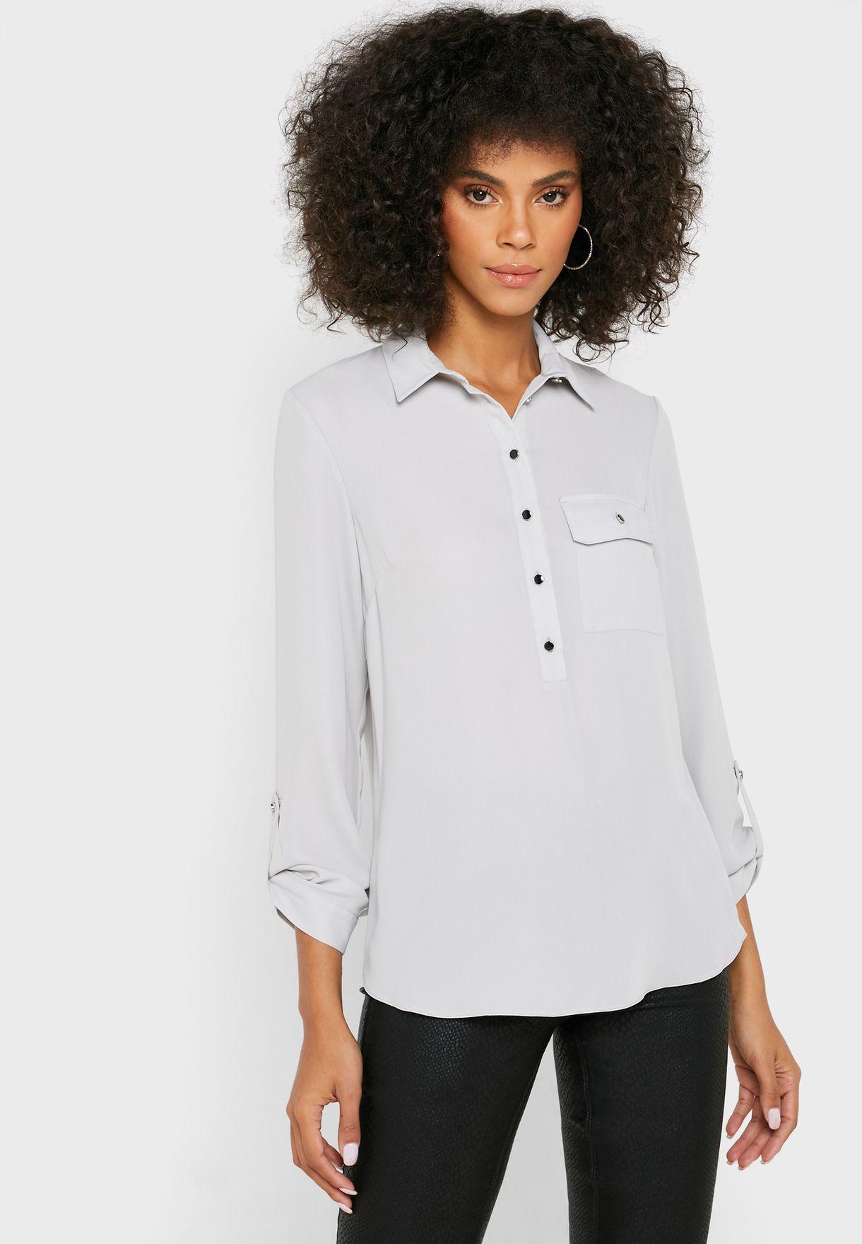 قميص بأكمام رول