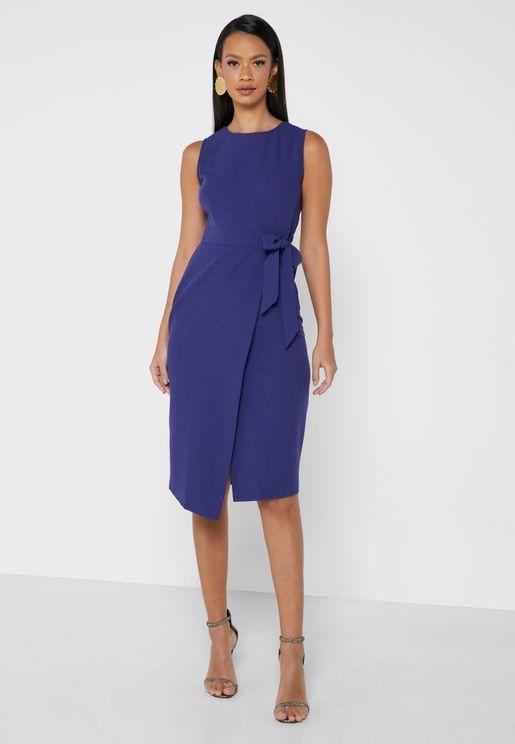 فستان بلا اكامام واربطة جانبية