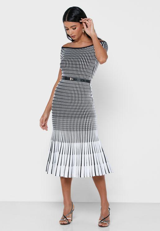 فستان ميدي محبوك ومخطط