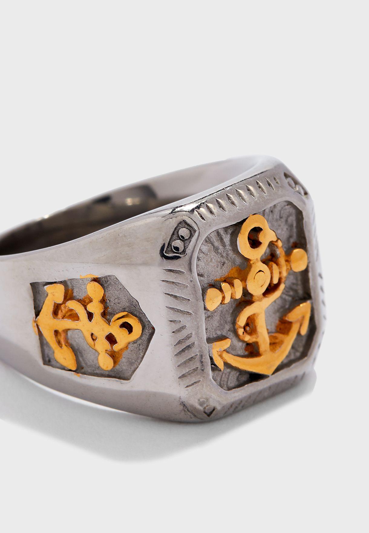 خاتم مزين بمرساة