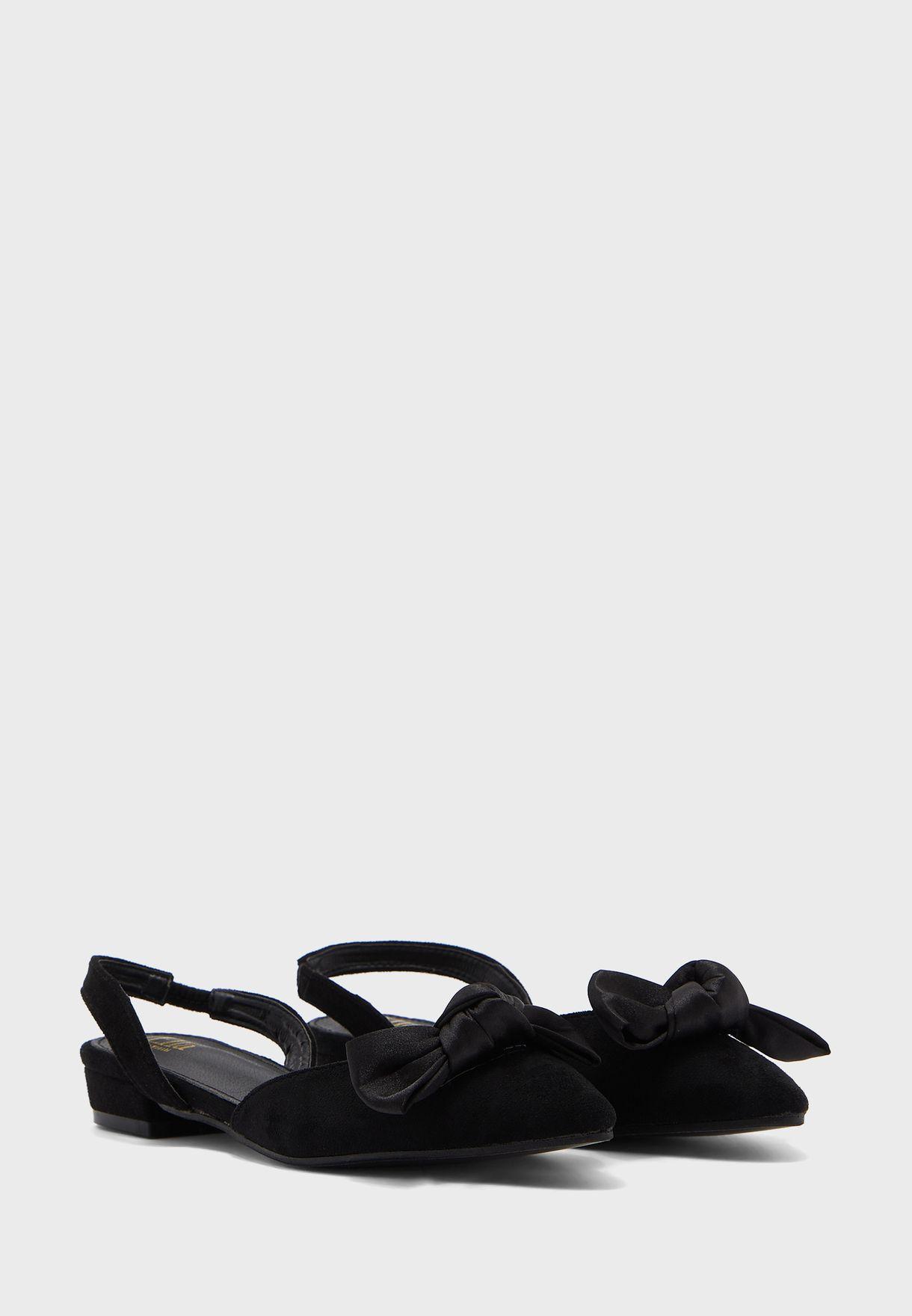 حذاء شمواه مزين بفيونكة