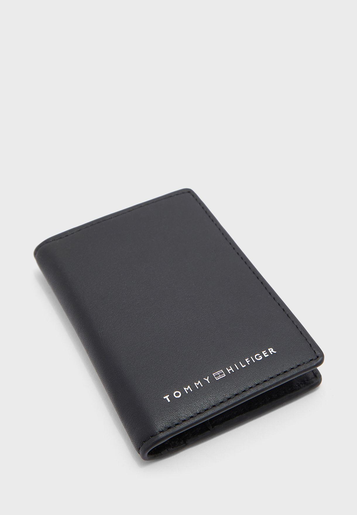 محفظة مطوية بشعار الماركة