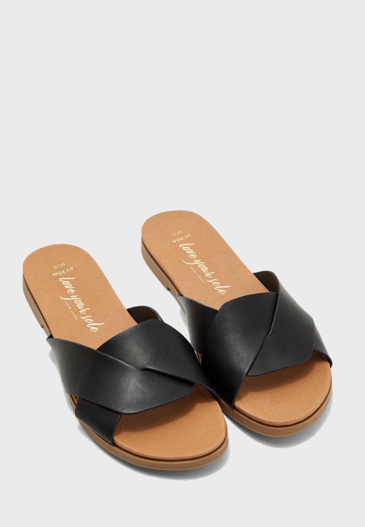 minuscolo posizione alloggiamento  Buy New Look black Wide Fit Hollie Flat Sandal for Women in MENA, Worldwide  | 550591