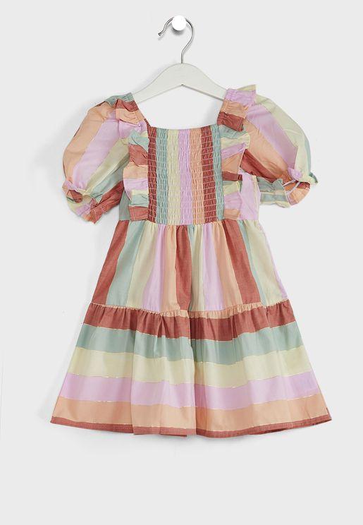فستان بتفاصيل مزمومة وطبعات