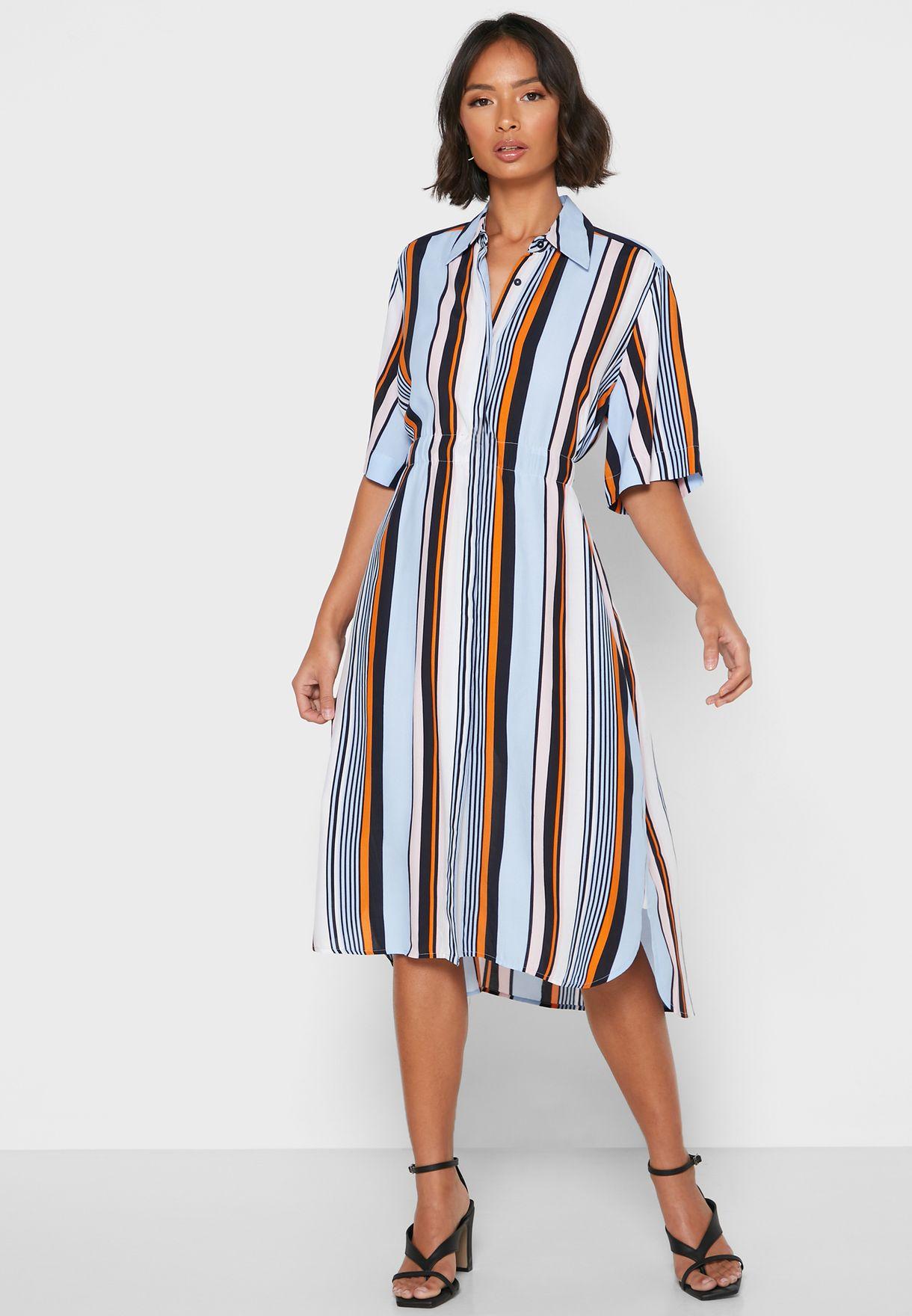 فستان مخطط بنمط قميص