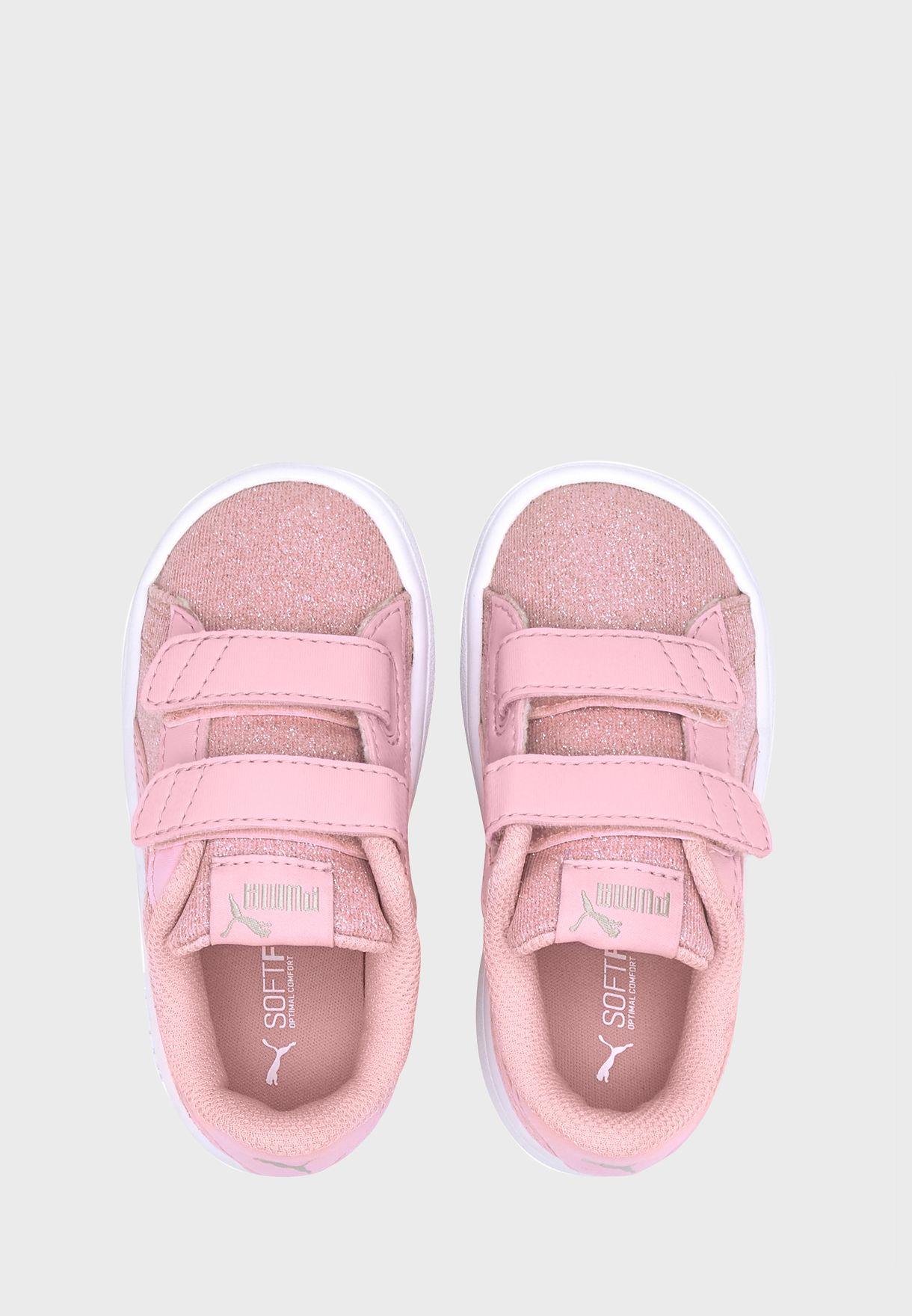 حذاء مزين بذرات براقة