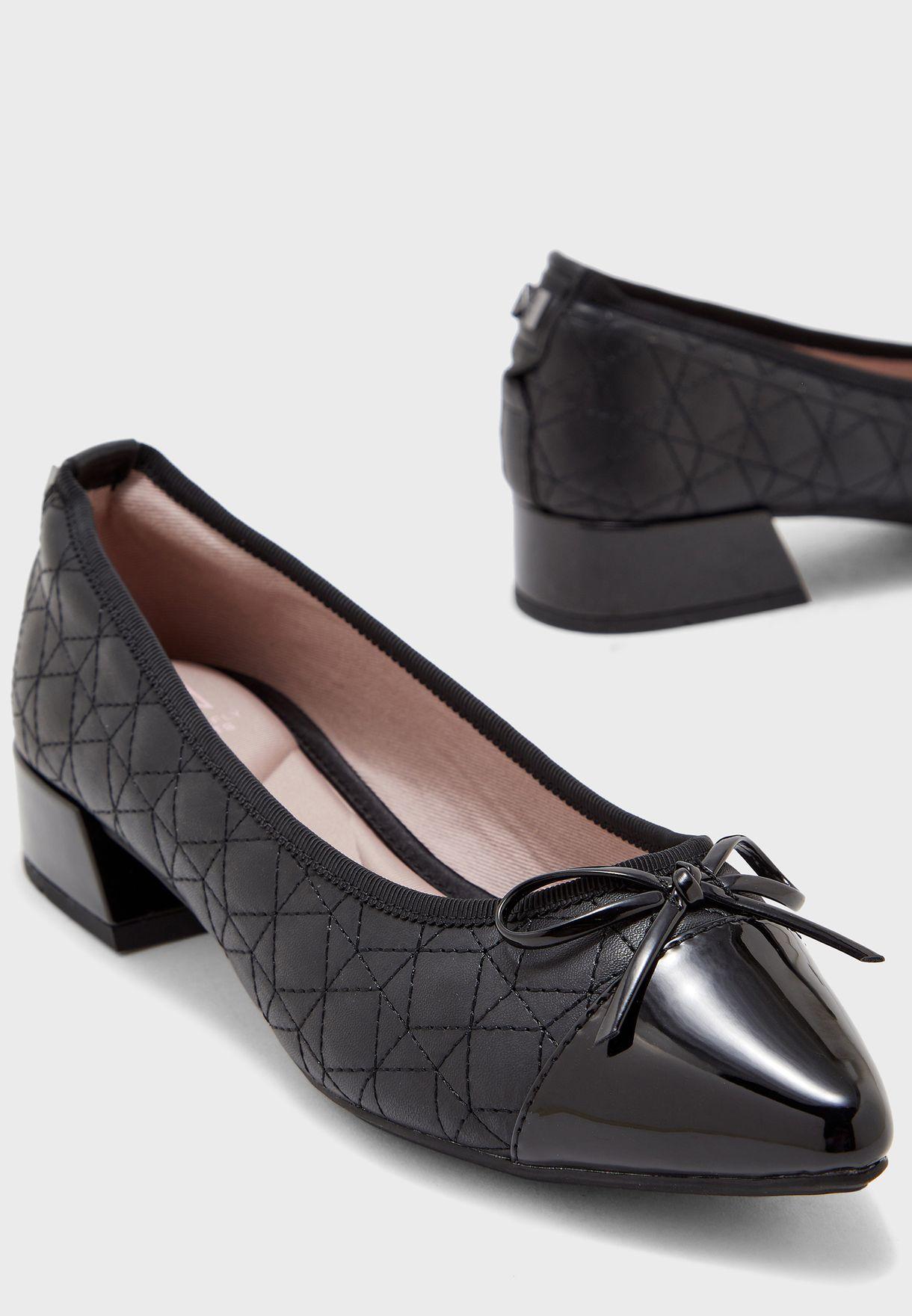 حذاء بدرزات