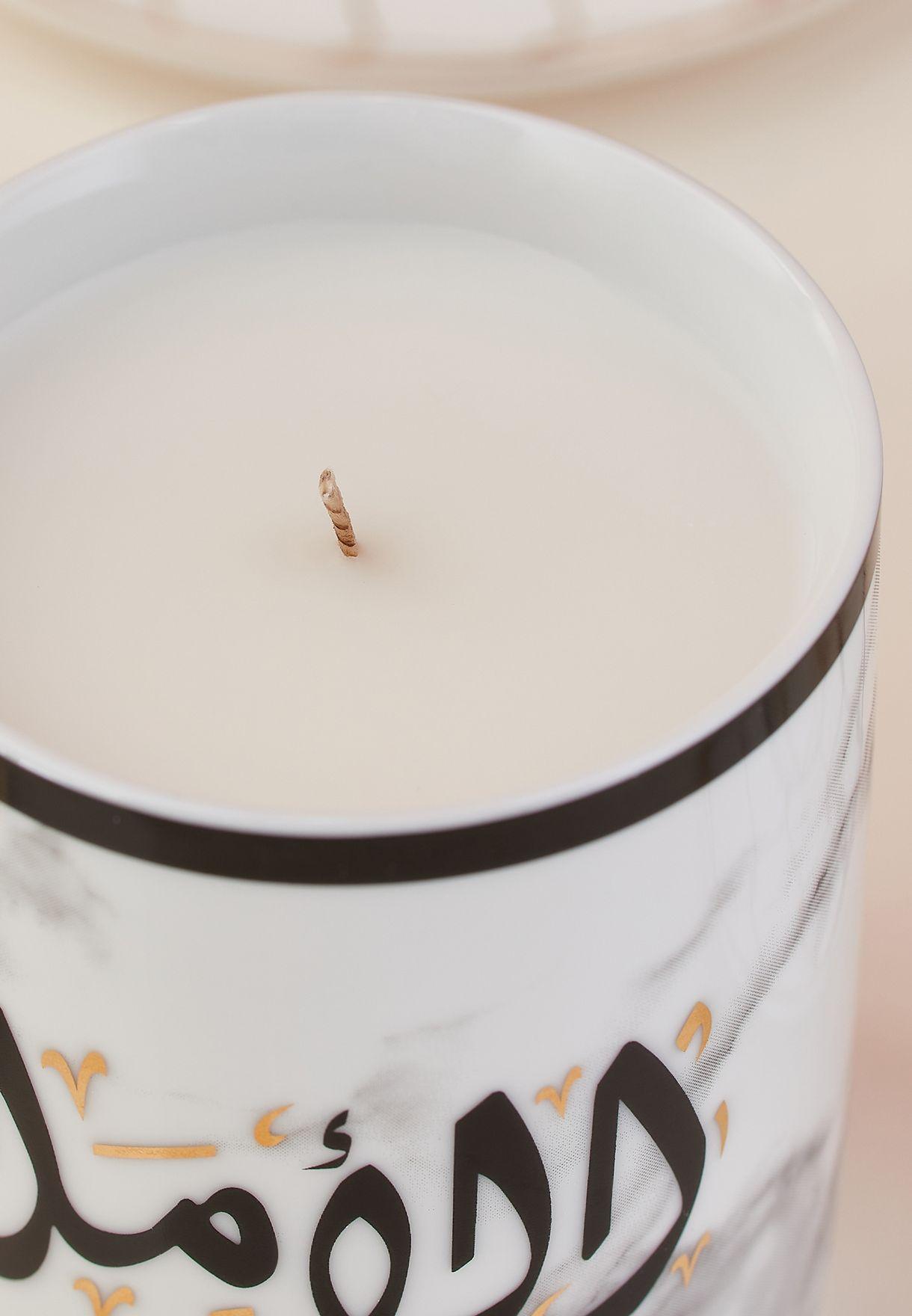 شمعة عطرية برائحة العود