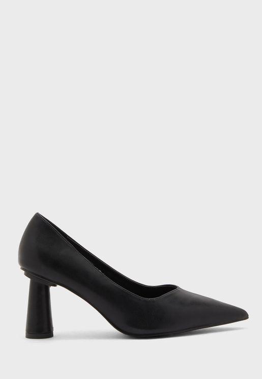 حذاء بكعب مخروطي