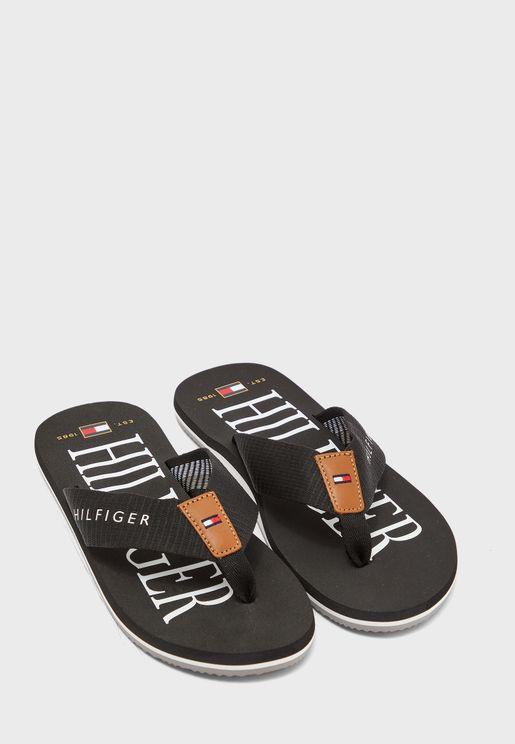 حذاء مخمل مزين باحجار لامعة