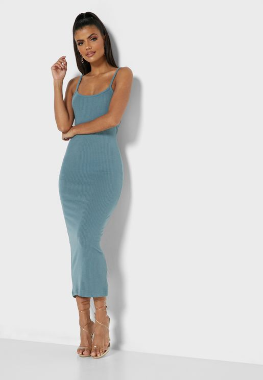 فستان محزز بحمالات