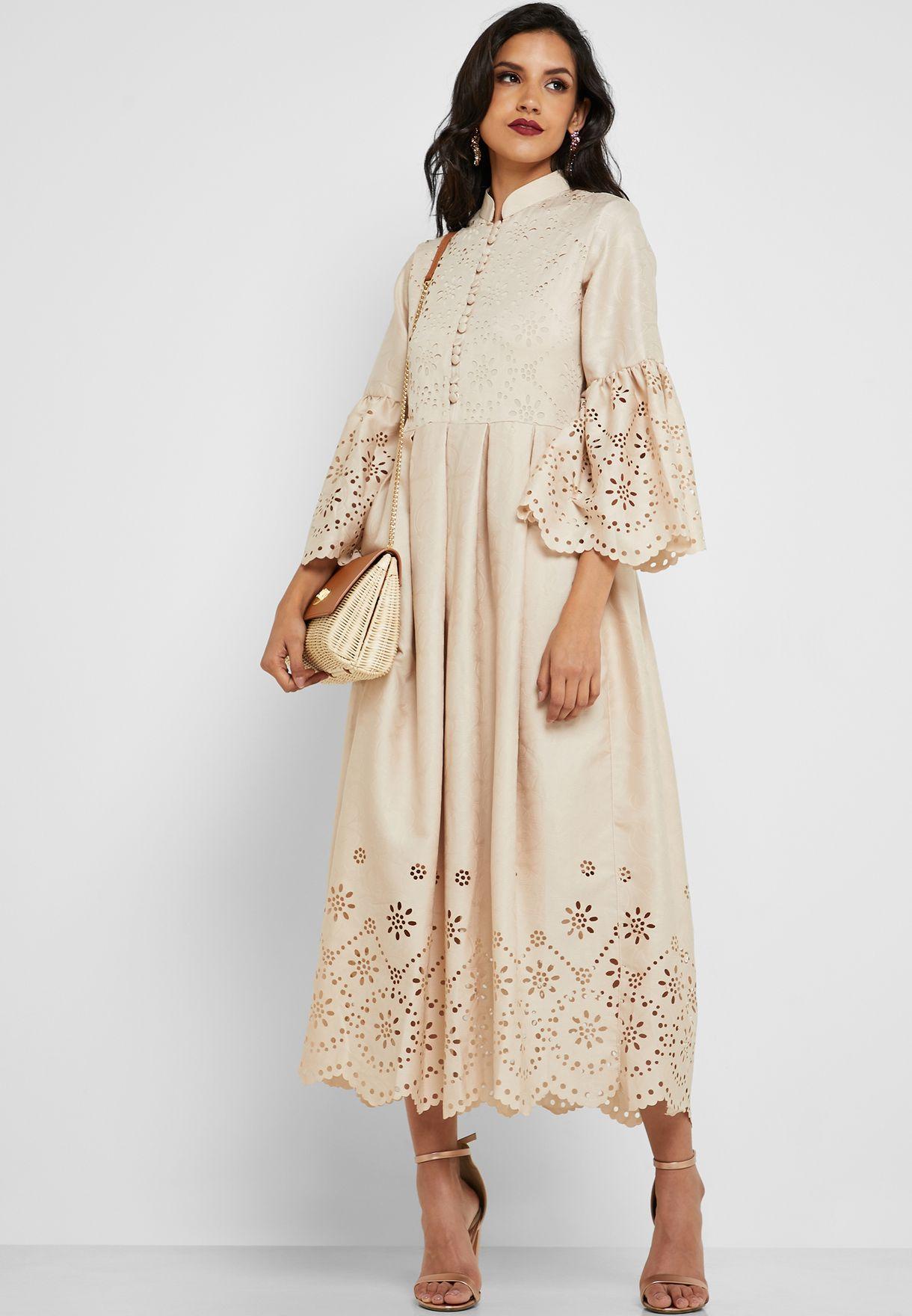 فستان مزين بفتحات ليزر