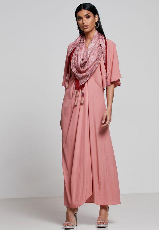 فستان مزين بوشاح