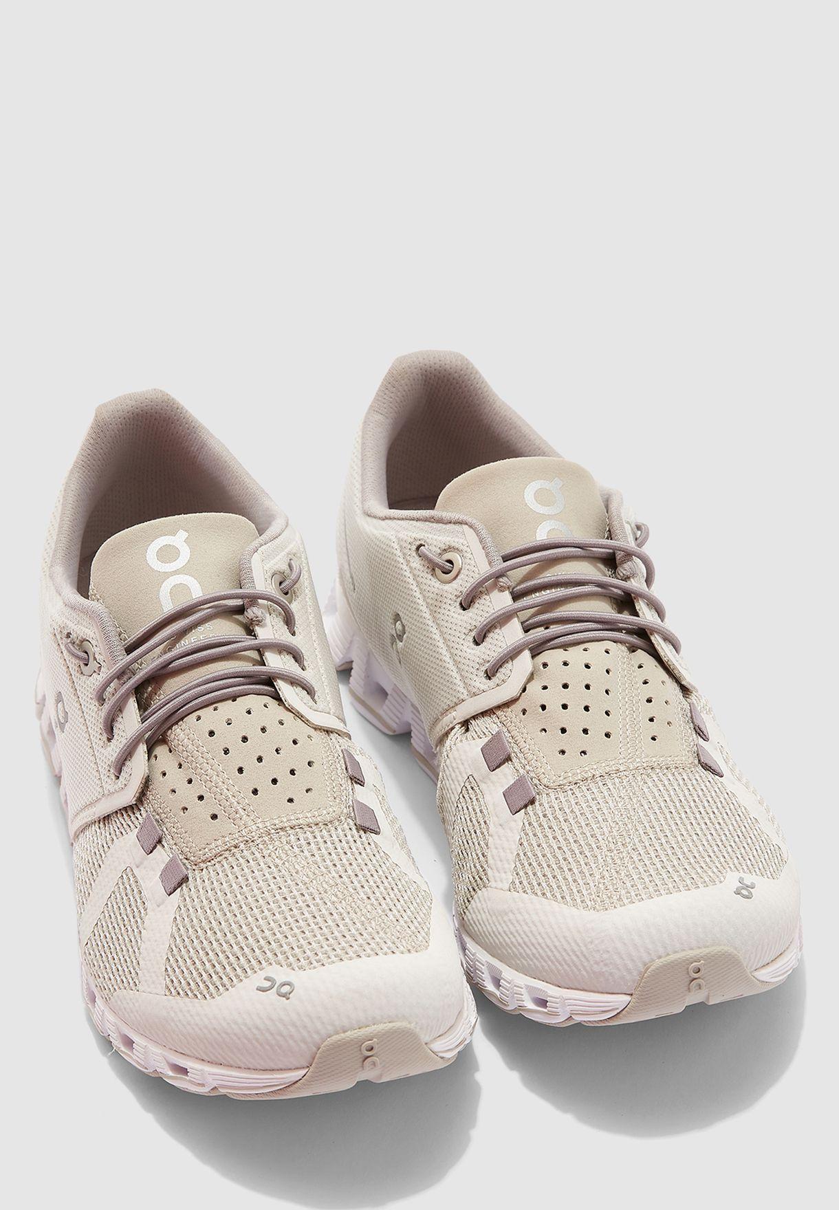 حذاء كلاود في2