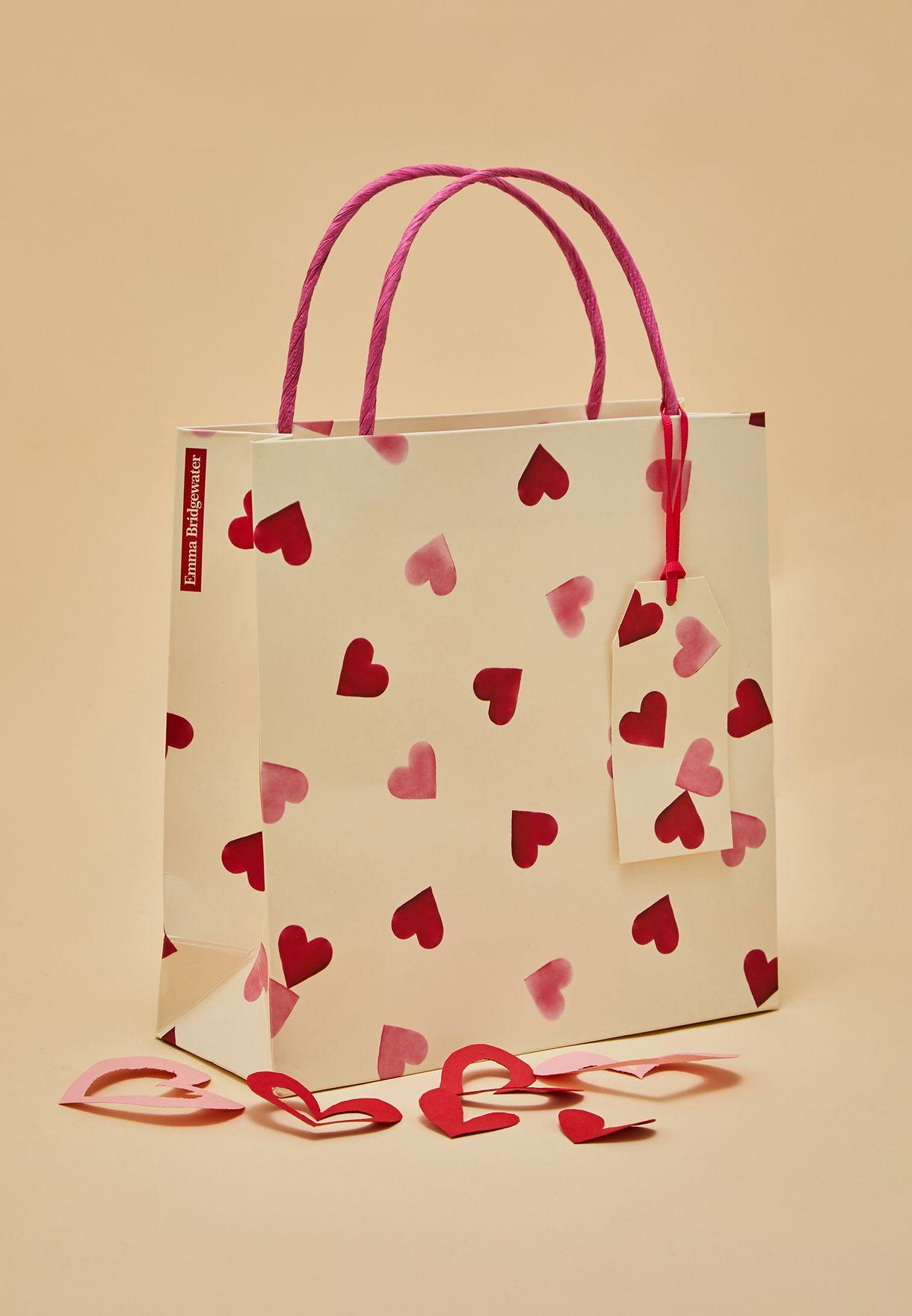 شنطة هدايا متوسطة بطباعة قلوب