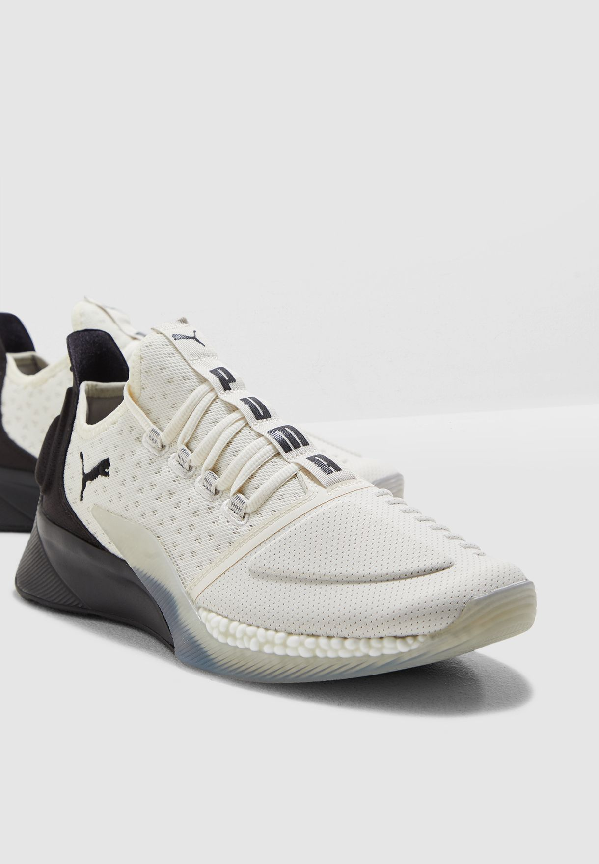 حذاء اكسلاتور