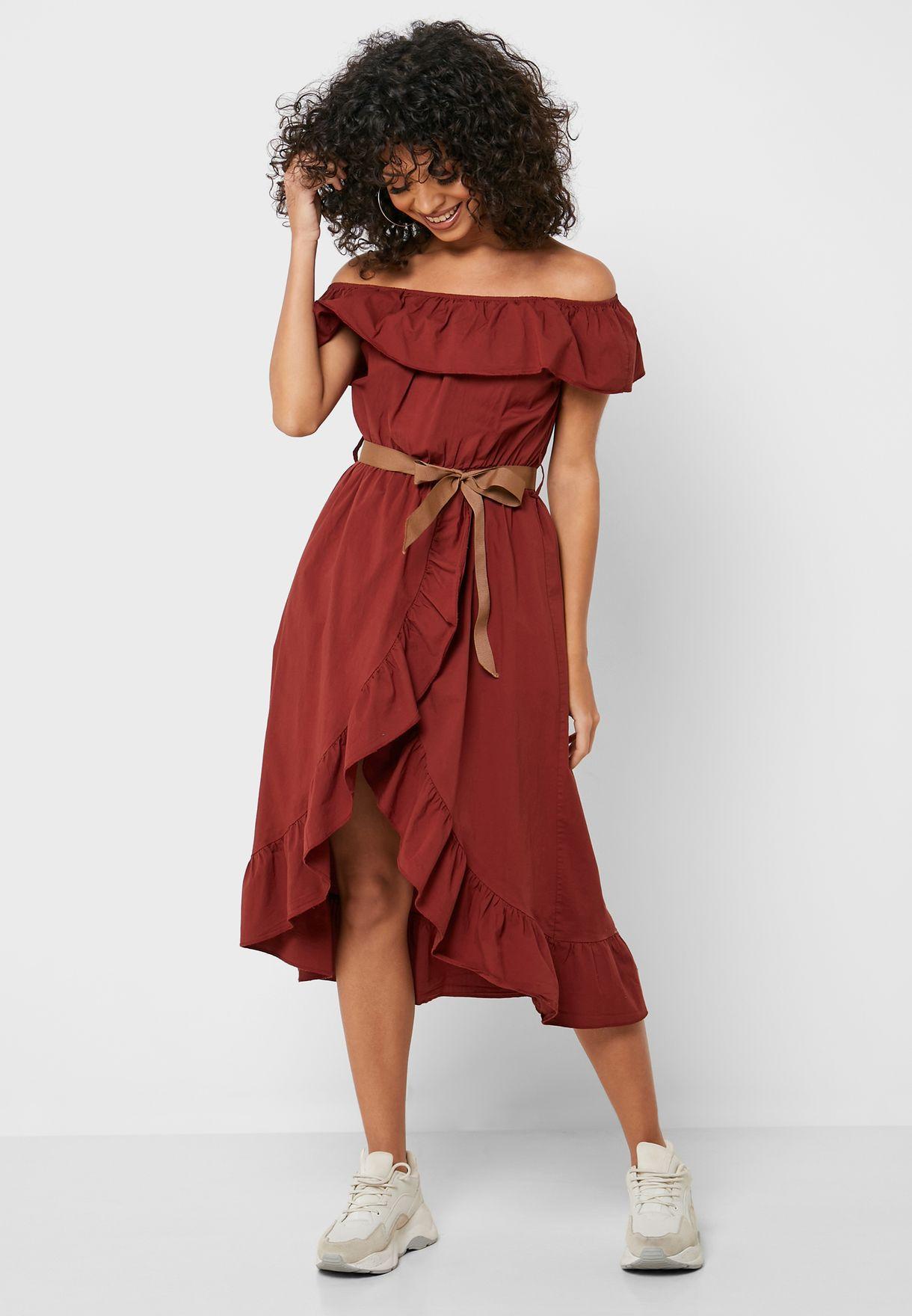 فستان عاري الاكتاف بكشكش واربطة