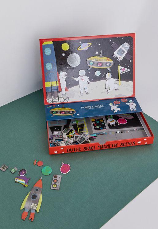 لعبة من بطاقات مغناطيسية عن الفضاء الخارجي