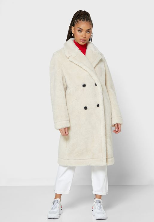 معطف بياقة مدببة