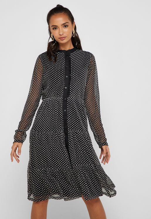 فستان بأكمام طويلة وطبعات