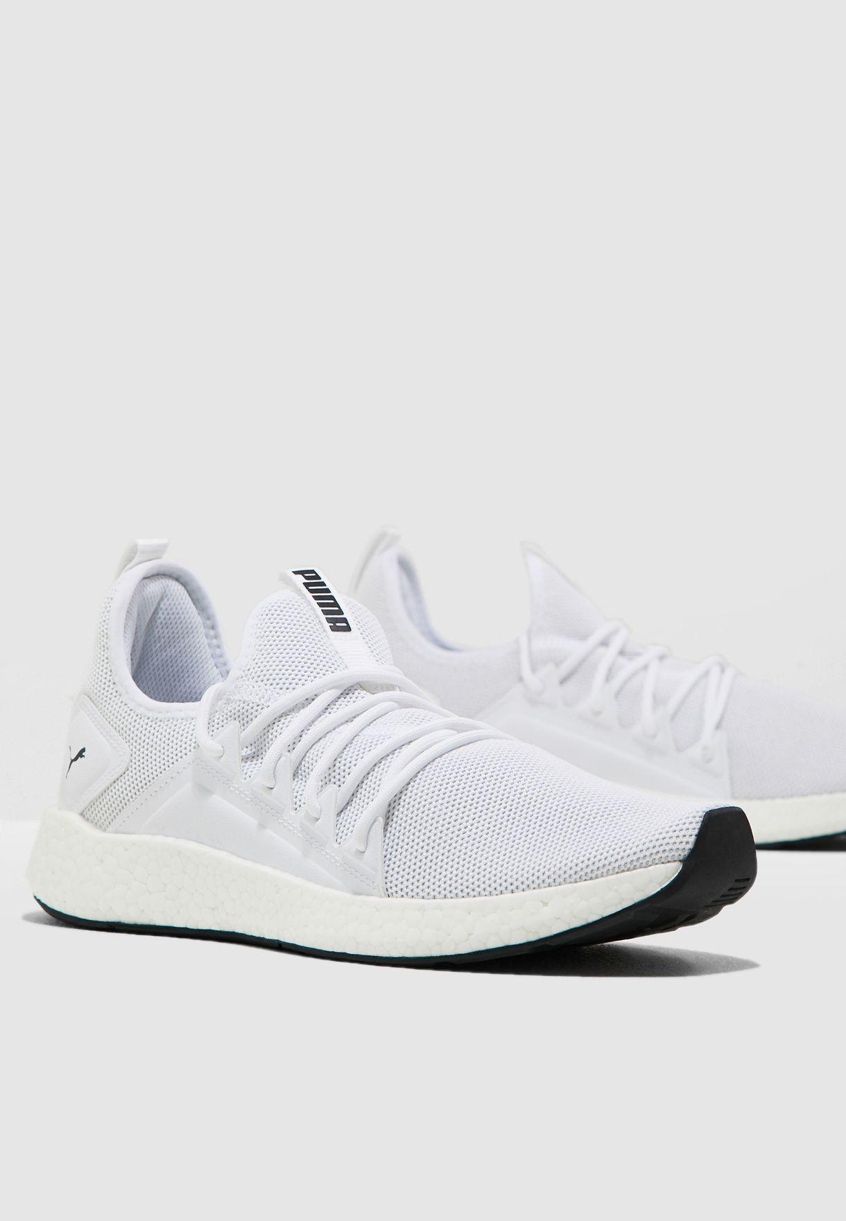 حذاء ان آر جي واي