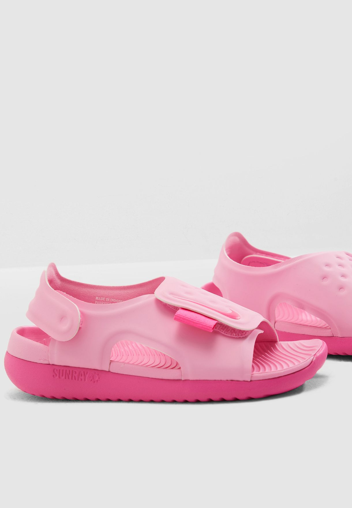 Shop Nike pink Kids Sunray Adjust 5 AJ9076-601 for Kids in Oman -  72704SH05RPP aa30a6277e