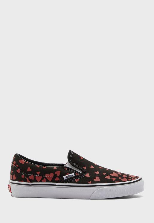 حذاء كلاسيكي بقلوب عيد الحب