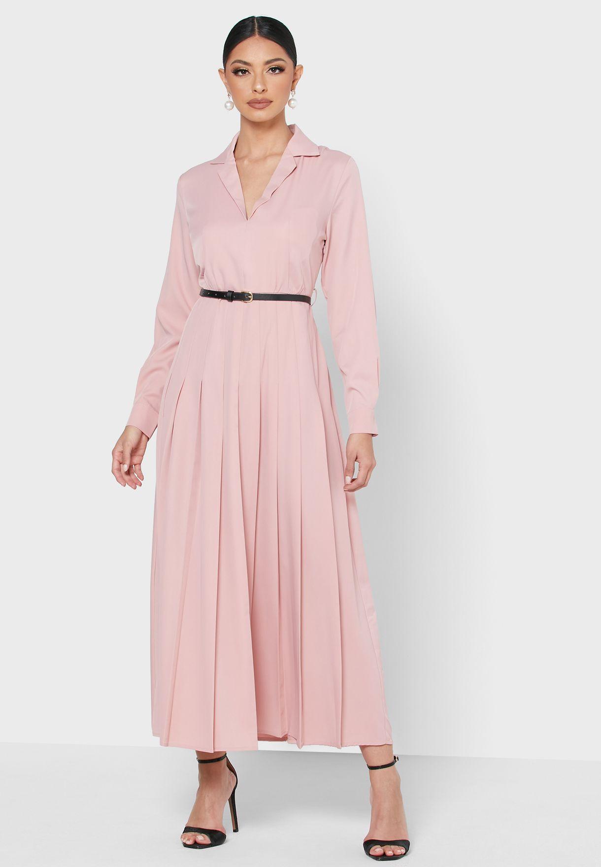 فستان مزين بكسرات