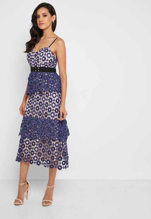 فستان بحمالات مزين بدانتيل