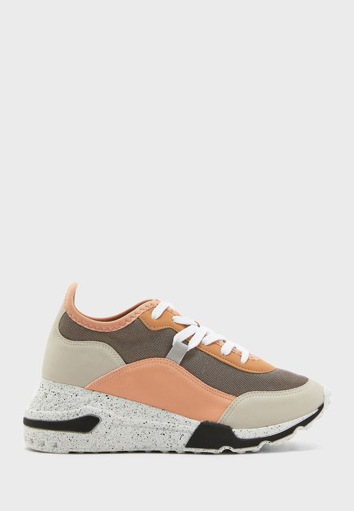 Cadorelia Low Top Sneaker