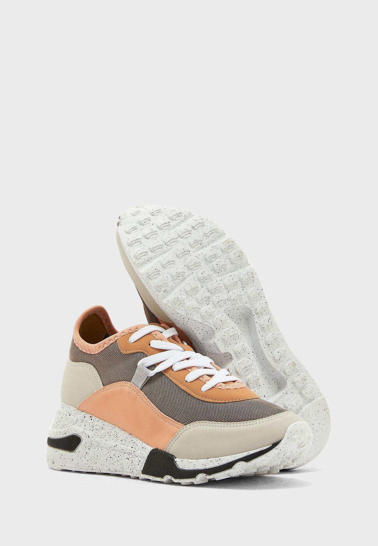 Cadorelia Low Top Sneakers