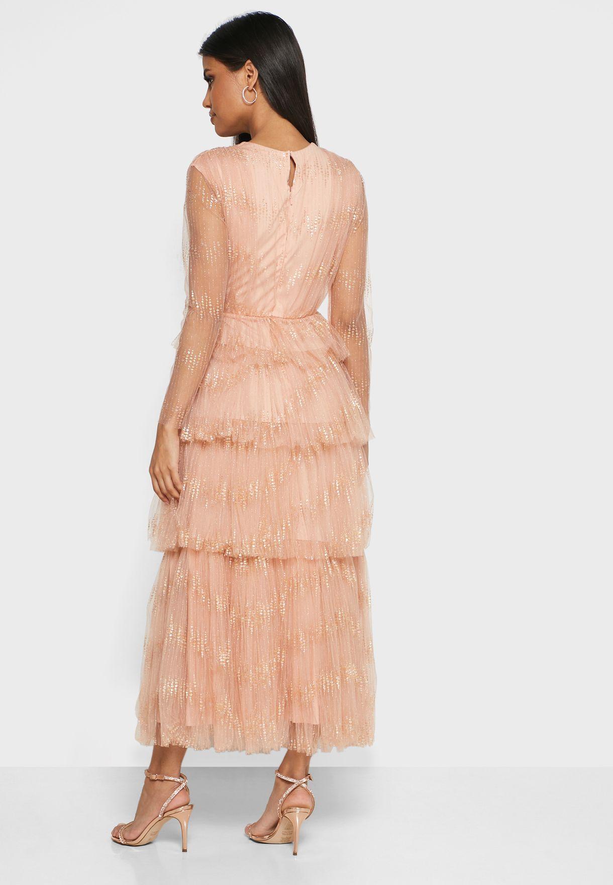 فستان متعدد الطبقات مزين بازهار