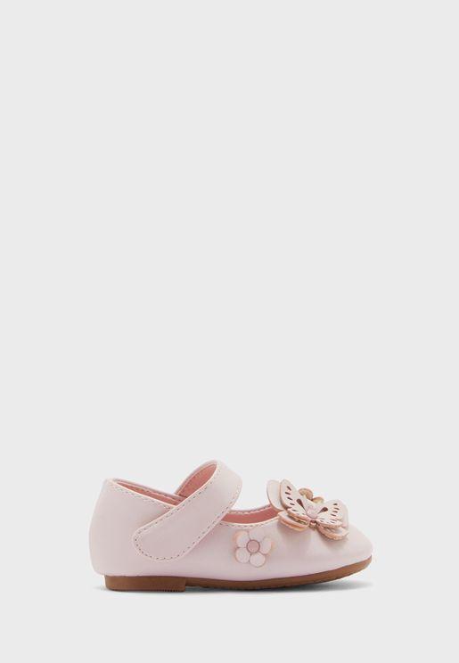 حذاء مزين بفراشة وزهرة