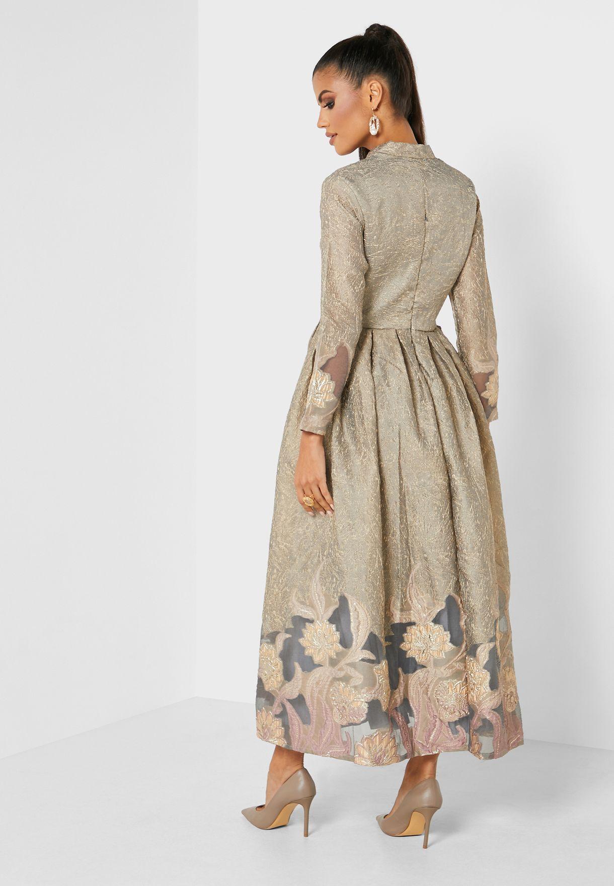 فستان بتداخلات شفافة وطبعات ازهار