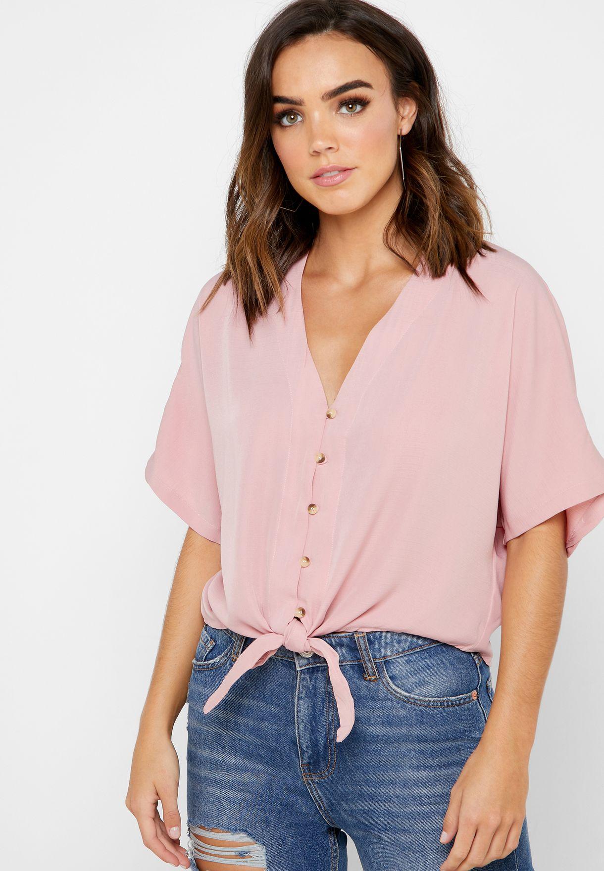 قميص بأربطة على الحافة