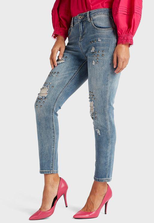 جينز مرصع ومزين بشقوق