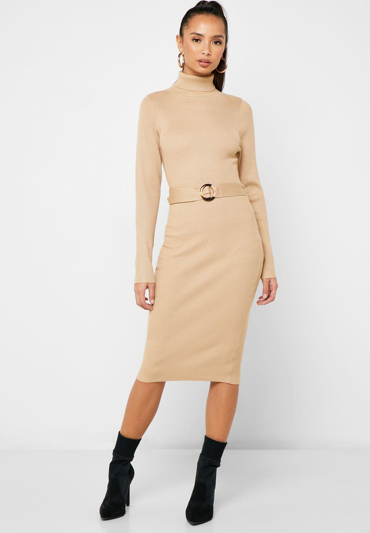 فستان بياقة مطوية