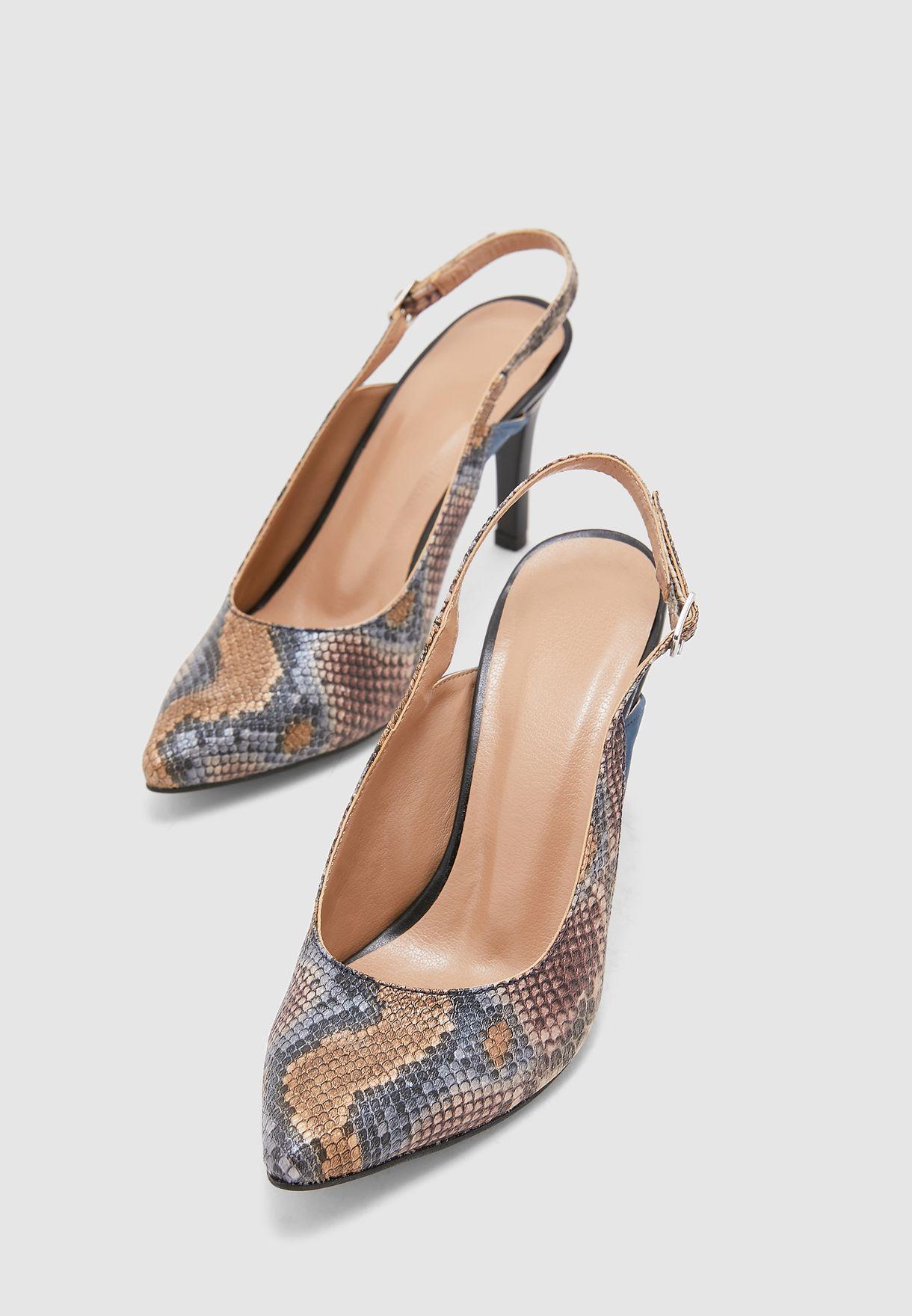 حذاء من جلد افعى صناعي