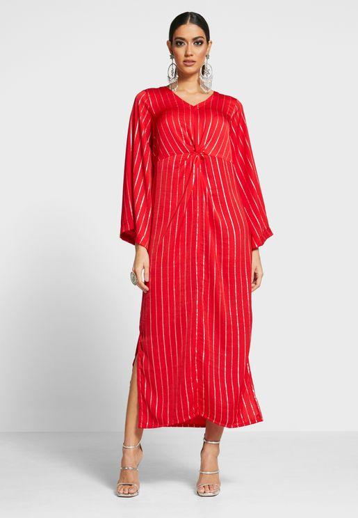 فستان مخطط بياقة V