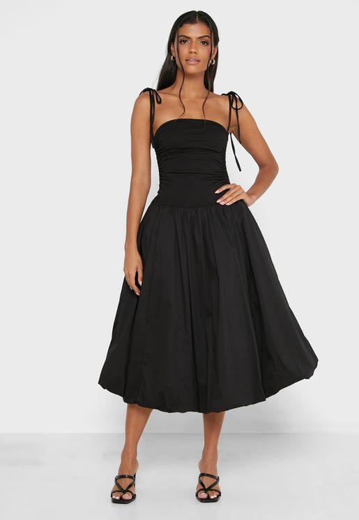فستان كسرات باكتاف عارية