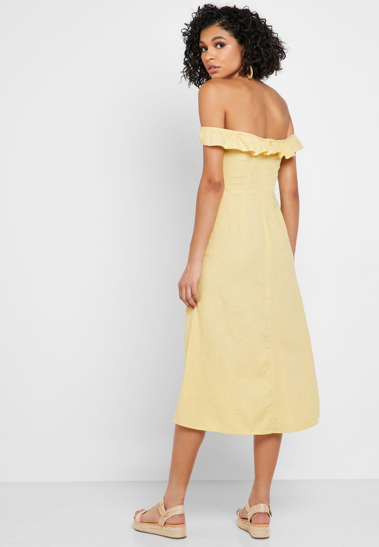 فستان عاري الاكتاف مع أزرار