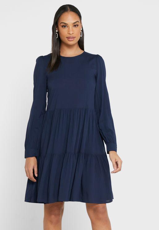 فستان بأكمام منفوشة
