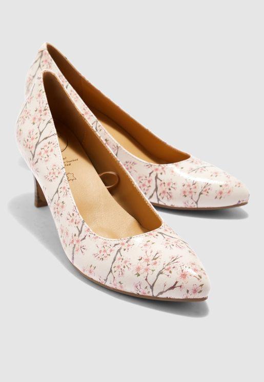 حذاء بطباعة ازهار
