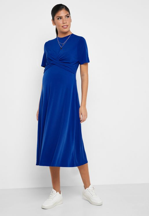 فستان بنمط لف في الامام