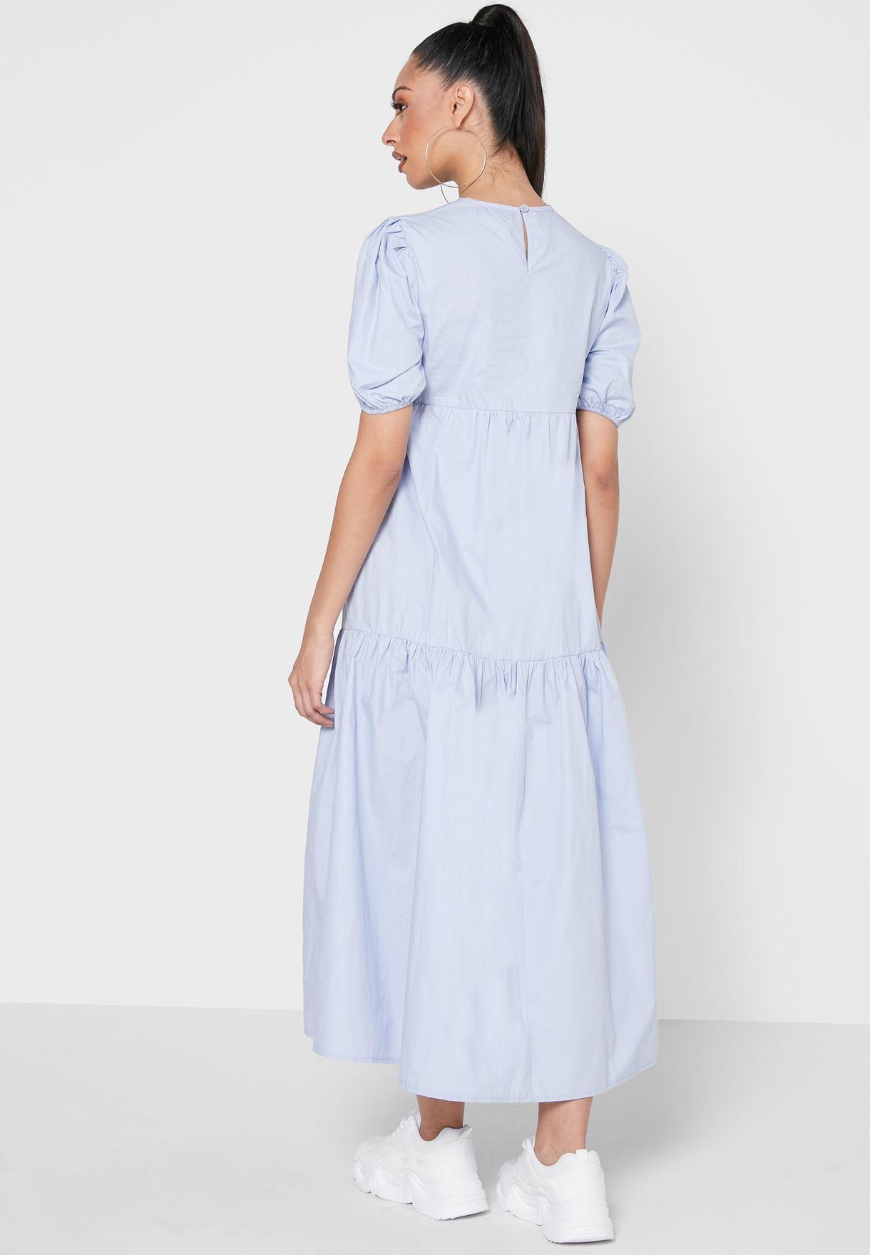 فستان فضفاض بطبقات متعددة